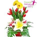 10 Tulipanes con liliums y gerberas.